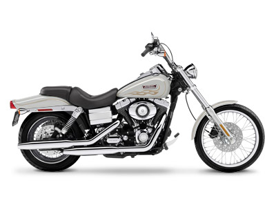 LOW LOW MILES! VANCE & HINES BIG RADIUS PIPES, CHROME MOTOR GUARD, CUSTOM PEGS AND GRIPS, PASSENGER BACKREST AND LUGGAGE RACK!