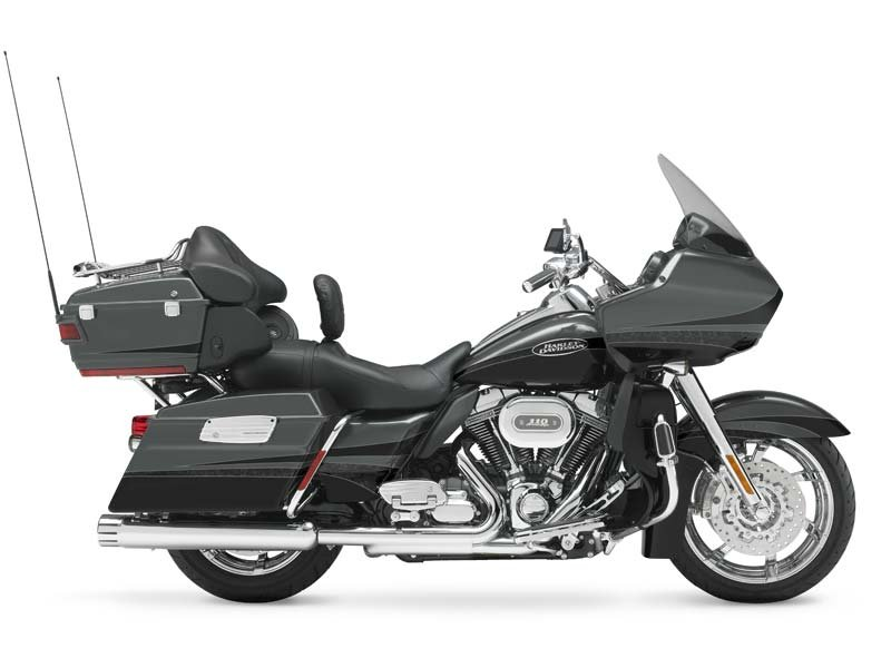 The CVO Road Glide Ultra added legendary CVO power and luxury to the Road Glide Ultra's undisputed long-haul road-mastery.  Only 700 produced!