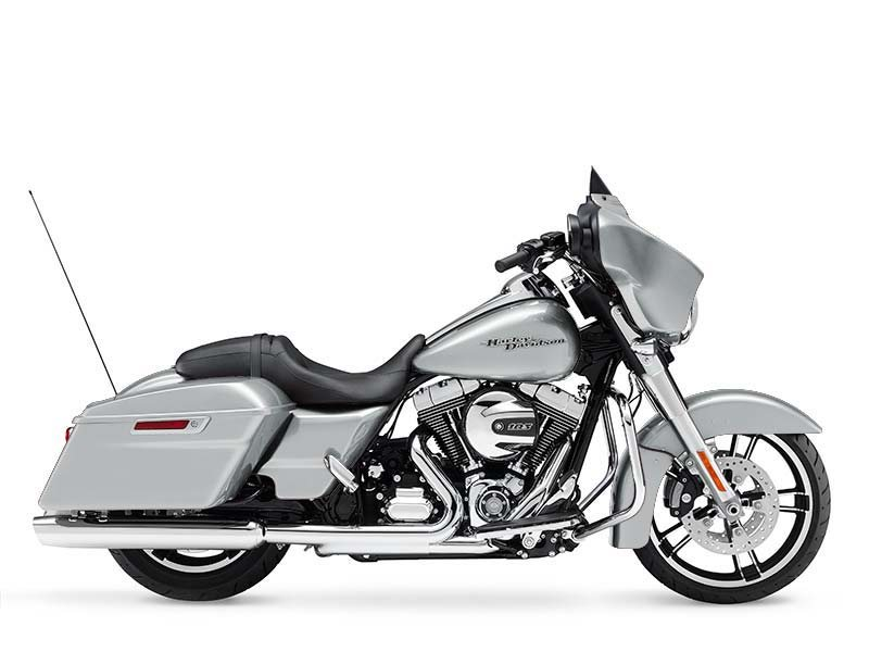 Clean and cool.. This Street Glide makes a statement.