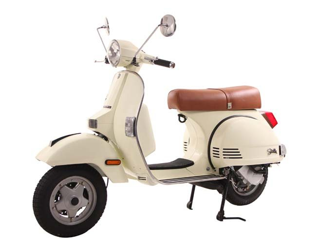 With an automatic transmission, the new Stella 125 is a scooter that anyone can ride. She is fast, fuel efficient and is environmentally friendly. She is the perfect blend of modern technology and vintage inspiration.