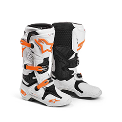 The benchmark boot in motocross, the 2014 Tech 10 further advances the innovations that make it the most technical motocross boot ever.The one-piece, co-injected foot chassis incorporates five different compounds in a single lightweight piece to offer st