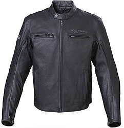 This classic Kingston Jacket delivers protection and multi-season comfort with its armor and removable quilted liner. The styling is subtle with clean lines and a more modern collar. The adjustable waist and cuffs, action back and V-Twin Fit ensure a great