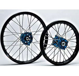 Talon wheels are the ultimate combination of strength andreliability. The Talon blue lightweight hub is CNC-machinedfrom aircraft quality billet aluminum and is laced to a blackTakasago Excel rim with high-quality stainless steelspokes and nipples