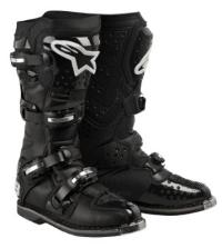 The latest incarnation of the Tech 8 uses premium materials and innovative design features to create a lightweight boot with unrivaled levels of safety and performance. A unique inner ankle sleeve enhances comfort and fit when riding, while integrated high