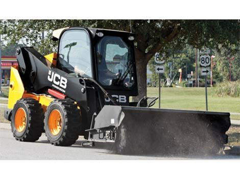 cab w/ heat & air, suspension seat, foot throttle, AM / FM Stereo, 2 speed, powered quick hitch, block heater, parallel lift, 78